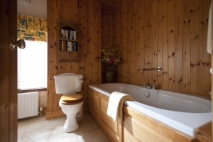 Thatchers-Rest.-Bathroom-1.6MB-1